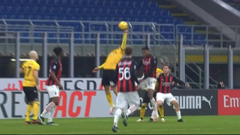Milan-Udinese, la moviola: follia di Stryger Larsen, giusto estendere il recupero